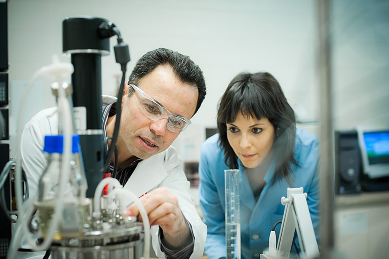 Dr. Madjid Mohseni works with PhD student Clara Duca. Photo credit: Martin Dee